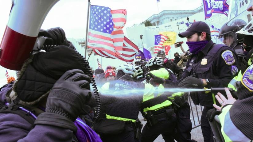 В Вашингтоне между сторонниками Трампа и полицией начались столкновения